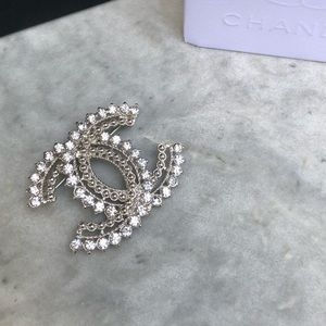 CHANEL Brooch💎